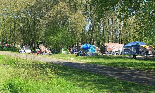 800px-North_Portland_homeless_tent_camp
